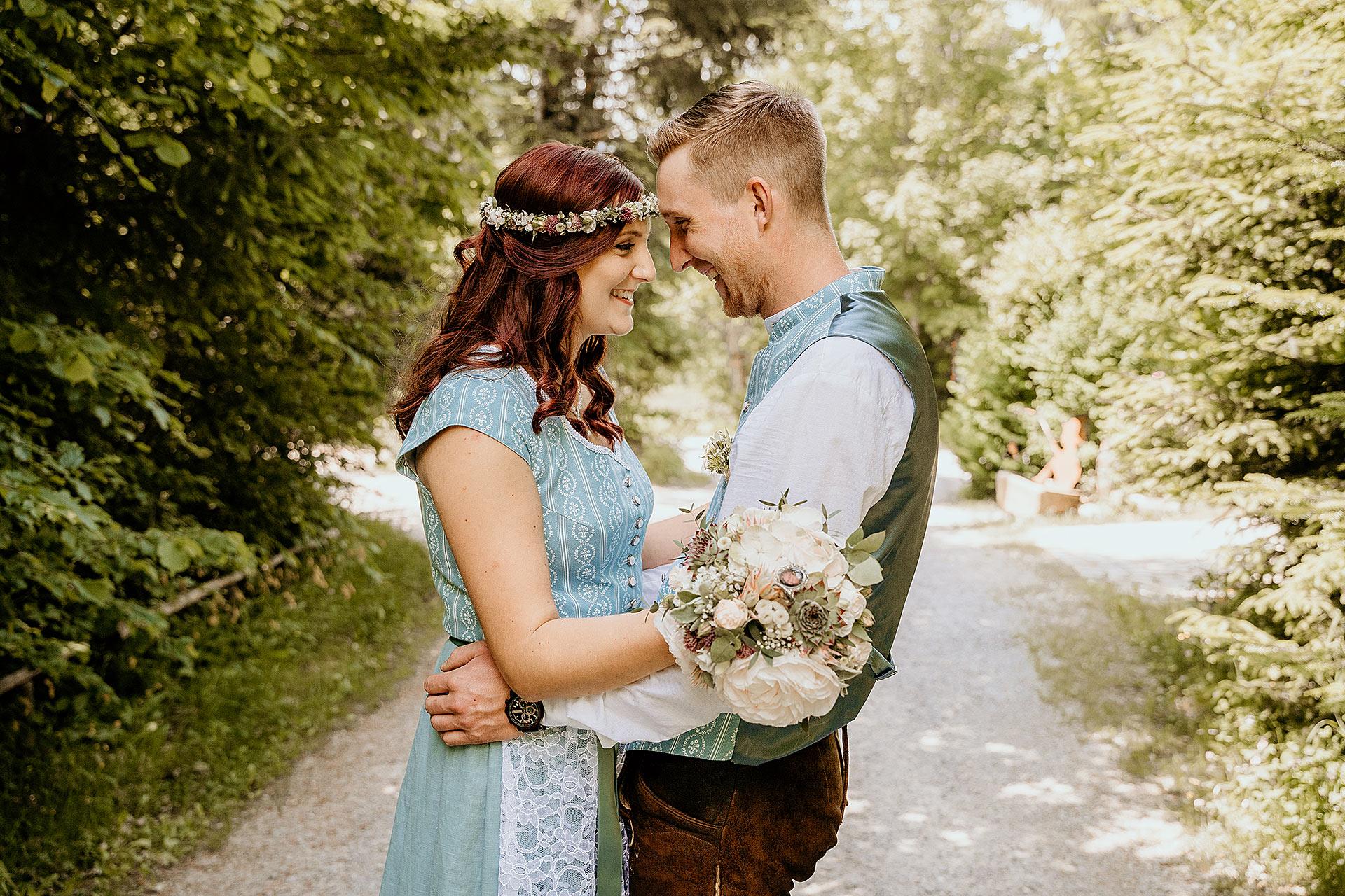 WaldferiendorfDürrwiesBrautpaarshootingHochzeitsfotografin - Hochzeitsreportage